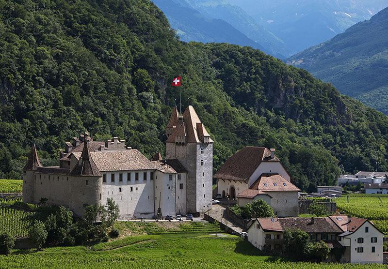 Le Château et ses environs